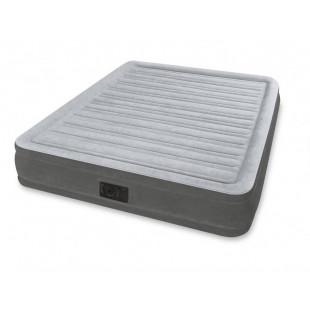 Nafukovacia posteľ COMFORT PLUSH INTEX 67770 je nafukovacia posteľ s rozmermi 203x152x33 cma zabudovanou vzduchovou pumpou pre rýchle nafúknutie a vyfúknutie. Vodeodolný, povločkovaná vrchná strana s certifikátom kvality zaisťujú vysokú stabilitu. Nová konštrukcia Fiber-Tech® umožňuje dokonale príjemný a relaxačný spánok. Vďaka integrovanej vzduchovej pumpe je nafukovacia posteľ priebehu niekoľkých minút pripravená na použitie. Dodávame jej vrátane prenosnej tašky.