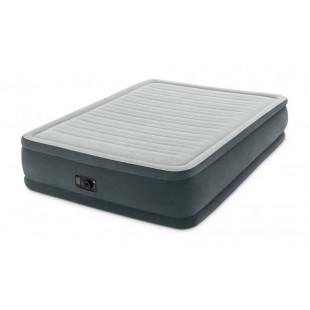 Nafukovacia posteľ COMFORT PLUSH INTEX 64414 je nafukovacia posteľ s rozmermi 203x152x46 cma zabudovanou vzduchovou pumpou pre rýchle nafúknutie a vyfúknutie. Vodeodolný, povločkovaná vrchná strana s certifikátom kvality zaisťujú vysokú stabilitu. Nová konštrukcia Fiber-Tech® umožňuje dokonale príjemný a relaxačný spánok. Vďaka integrovanej vzduchovej pumpe je nafukovacia posteľ priebehu niekoľkých minút pripravená na použitie. Dodávame jej vrátane prenosnej tašky.